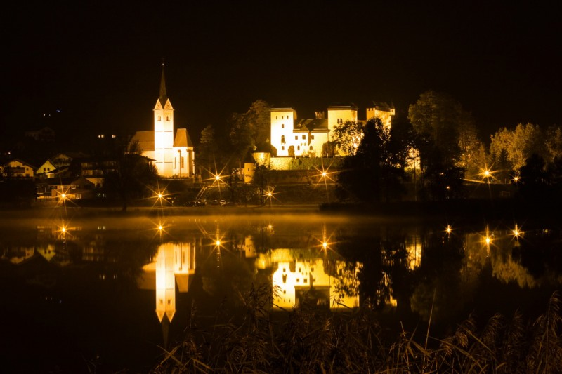Замок Гольдег в ночное время