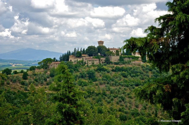 Замок Виккьомаджо, утопающий в зелени
