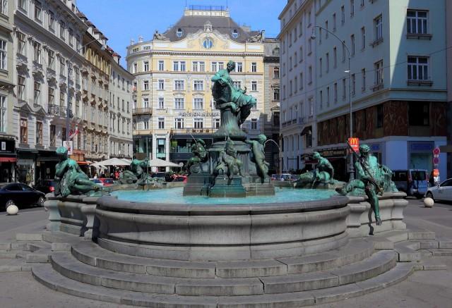 Фонтан Доннера (Donner-Brunnen)