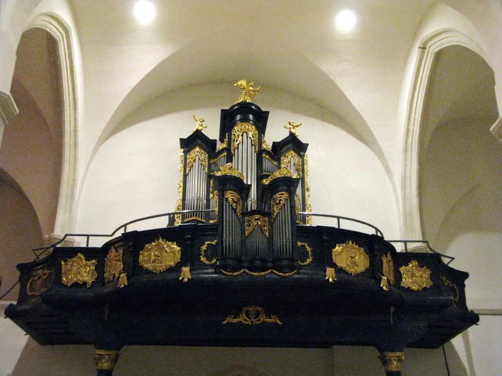 Орган церкви