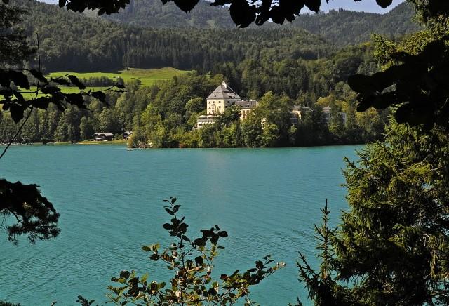 Фушль - старинный замок-отель на берегу озера Фушль ам Зее