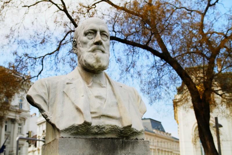 Памятник Эдуарду Зюссу