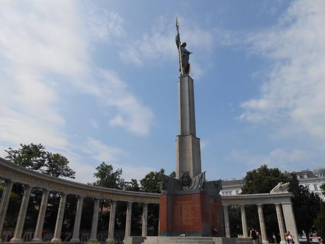 Памятник советским воинам, погибшим при освобождении Австрии от фашизма, на Шварценбергплац