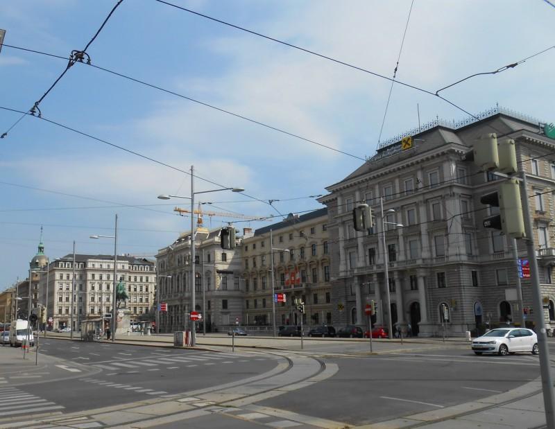 Дворец эрцгерцога Людвига Виктора, дворец Эдварда Винер фон Вельтен и офисное здание Райффайзен Банк на площади Шварценберга