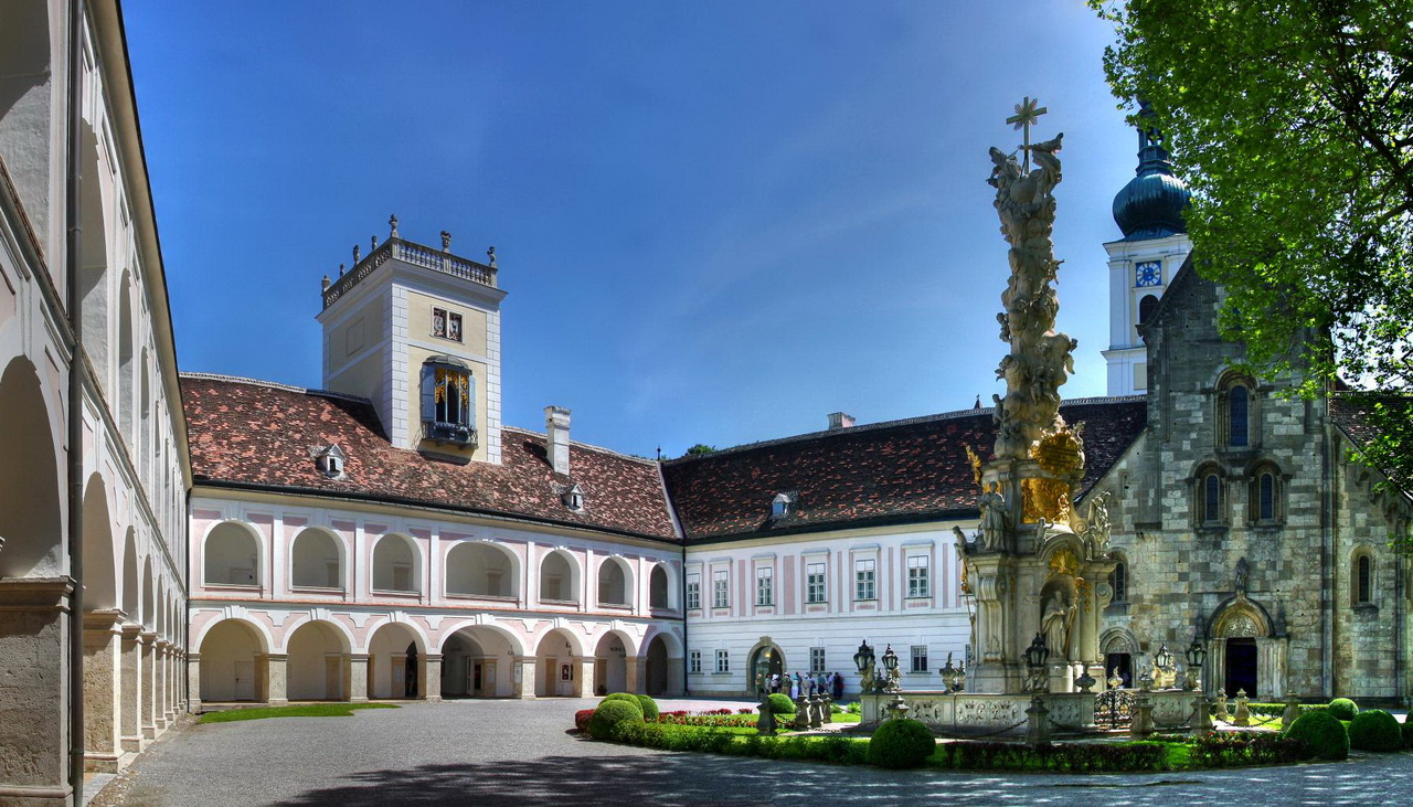 Картинки по запросу фото монастырь хайлигенкройц венский лес