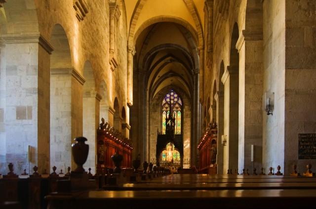 Неф монастырской церкви