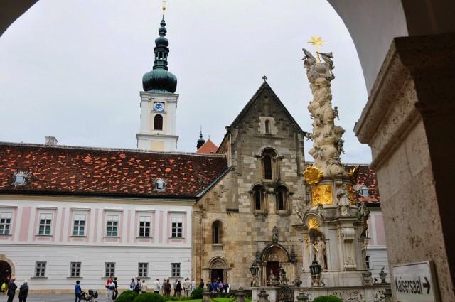 Церковь и колонна Св. Троицы