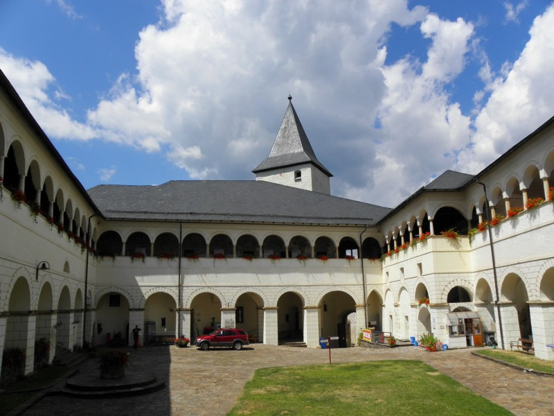 Ренессансные аркады во дворе замка