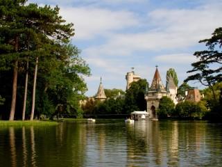 Дворец да стоянка Лаксенбург получи окраине Венского леса