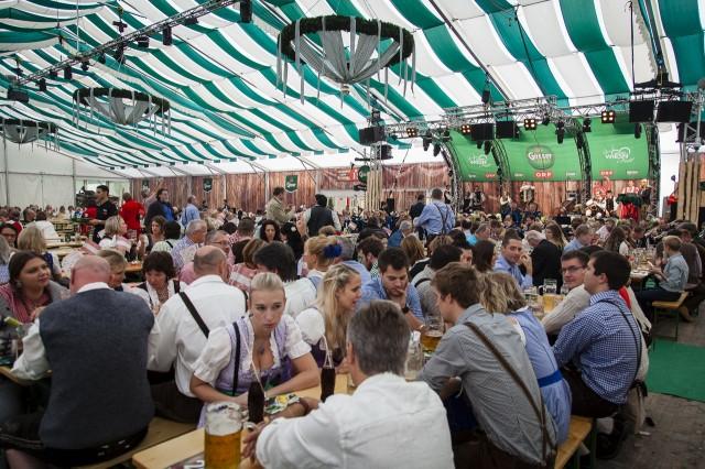 На пивном фестивале Wiener Wiesn