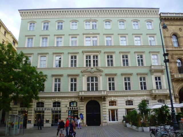 Дворец Хардегг - типичный пример перехода от дворцового стиля к фешенебельному дому