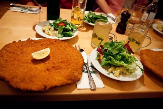 Фирменный шницель знаменитой венской династии поваров