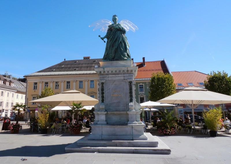 Статуя Марии Терезии