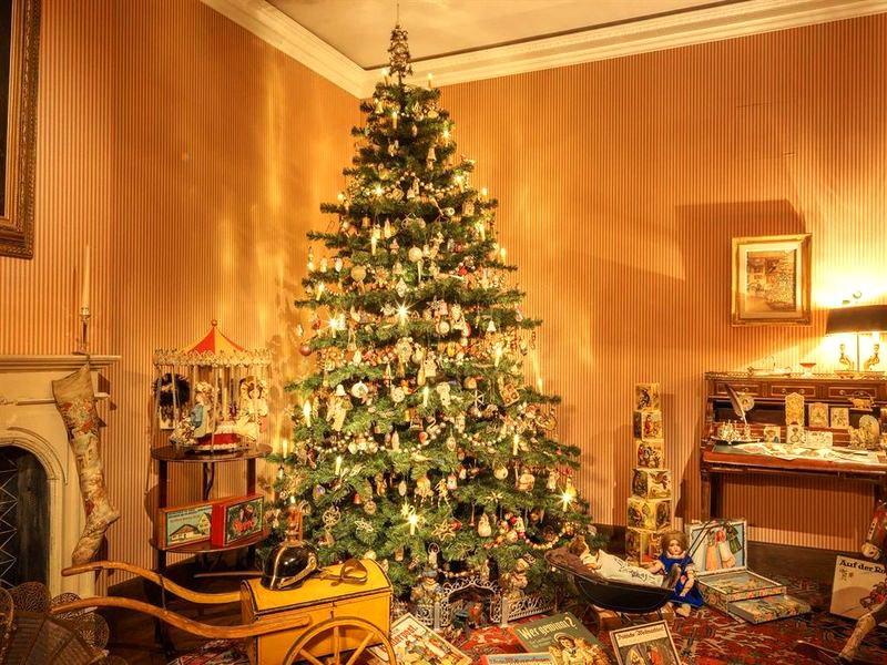 Комната, украшенная к Рождеству 1910 года