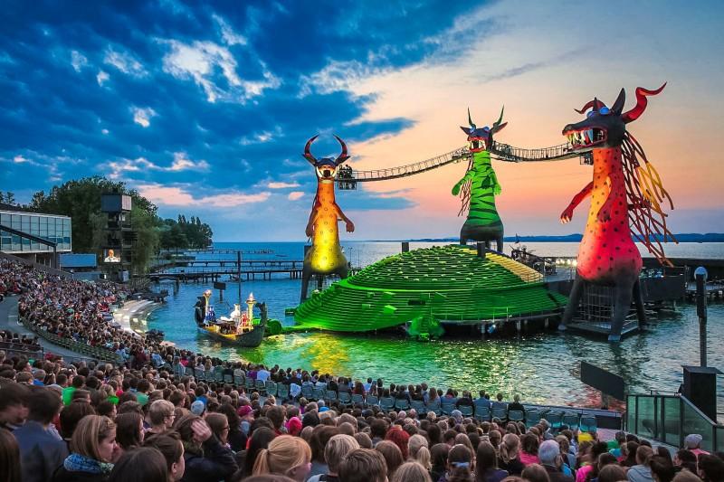 Сцена знаменитого Брегенского фестиваля (Bregenzer Festspiel)