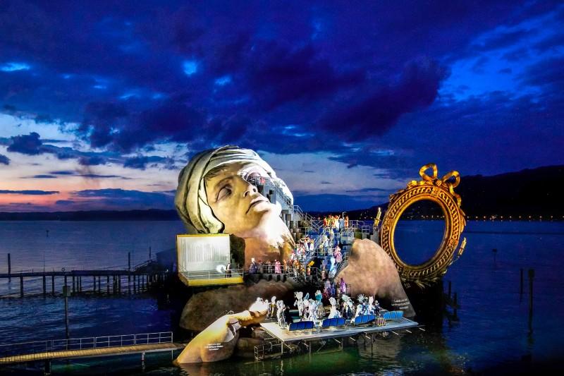 Сцена знаменитого Брегенсцкого фестиваля для оперы Андре Шенье