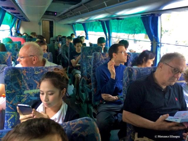 Едем в автобусе
