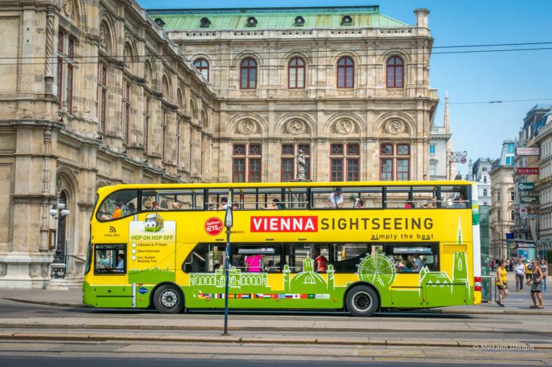 Двухэтажный автобус Hop on Hop off в Вене