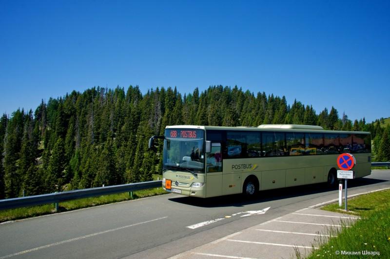 Автобус на альпийской дороге