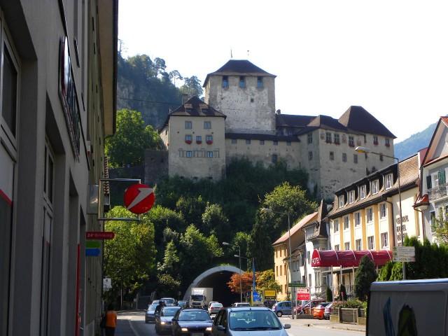Замок Шаттенбург - средневековая резиденция графов Монфорт в Фельдкирхе