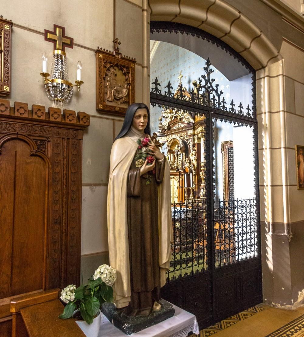 Статуя Девы Марии, оплакивающей Христа