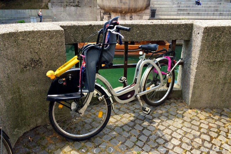 Велосипед с детским сиденьем на руле