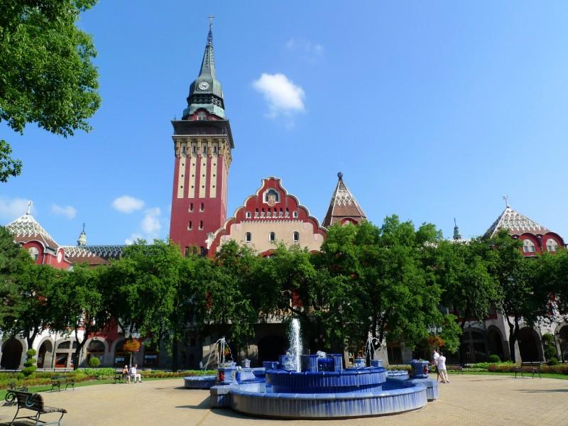 Городская ратуша и фонтан