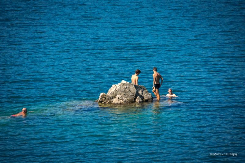 Все плавают до камня