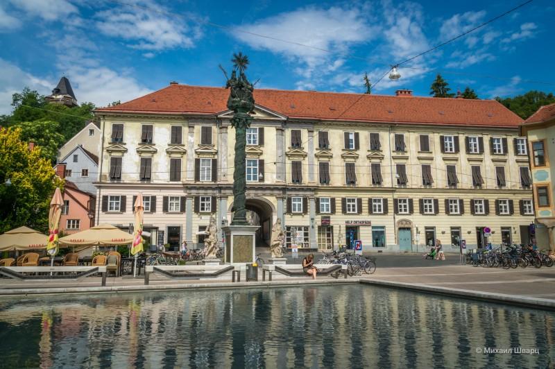 Кармелитская площадь