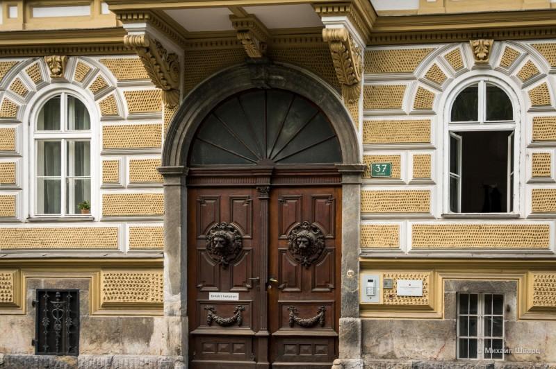 Основательные двери