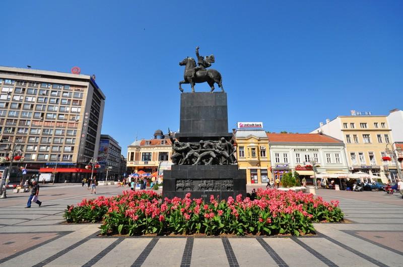 Памятник  освободителям Ниша на площади Короля Милана