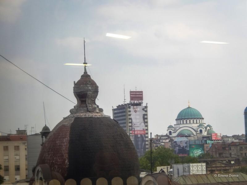 Вдали купол храма Святого Саввы