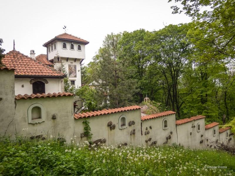 Жилой дом, созданный сербским художником для своей семьи.