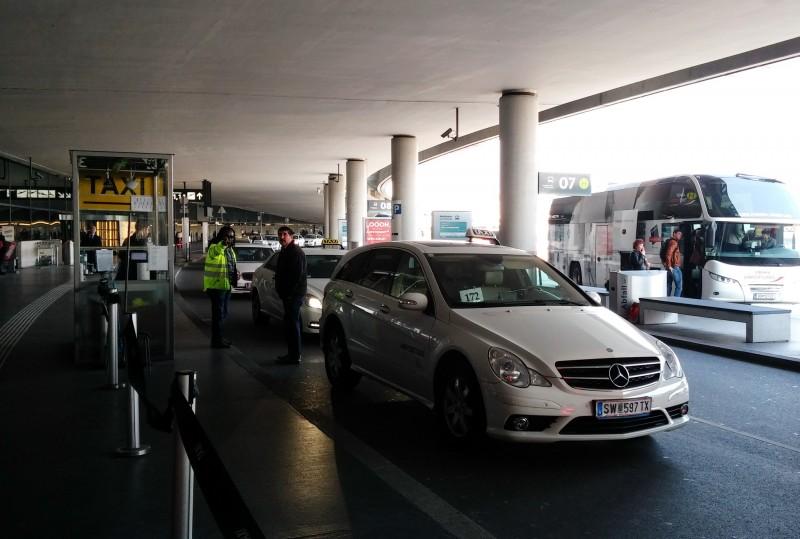 Такси в аэропорту Вены