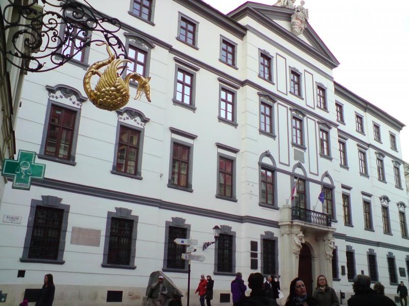Коморский дворец