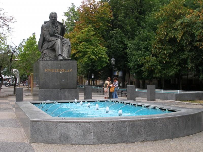 Памятник Павлу Орсага Гвездославу на площади Гвездослава