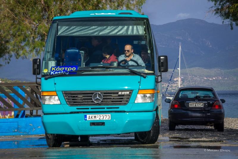 Автобус за €1,5 довезет вас до крепости