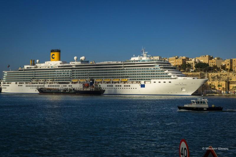 Гигантский лайнер Costa Deliziosa