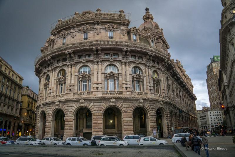 В городе навороченная архитектура