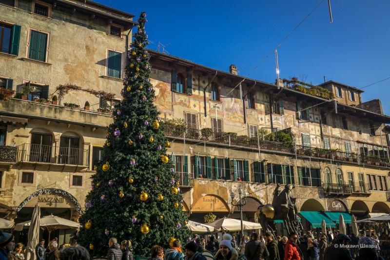 Повсюду Рождественские базары