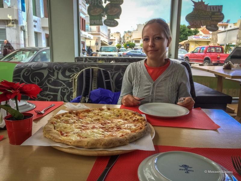 Взяли пиццу за €8