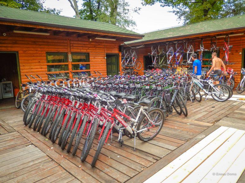 Прокат велосипедов на Аде. Цены рассчитаны за прокат на 1 час, день. В залог нужно оставить личный документ.