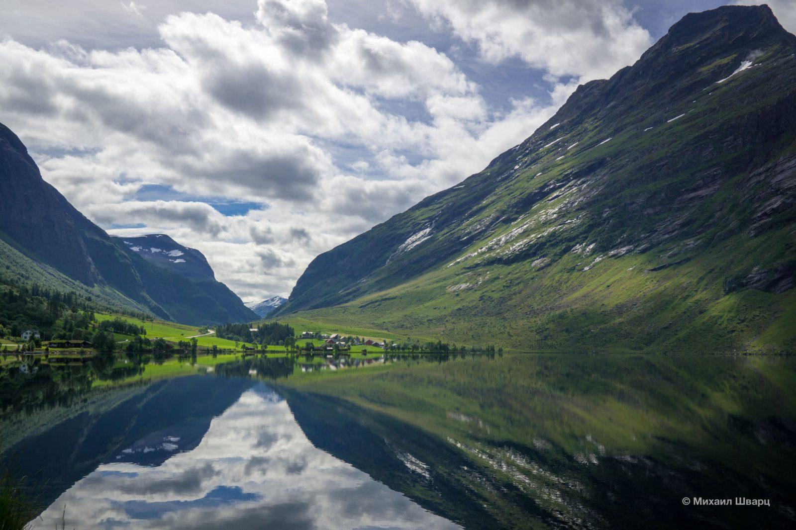 Идеальное отражение в озере