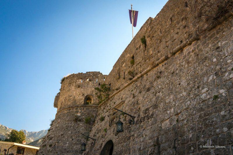Городские стены и ворота в город