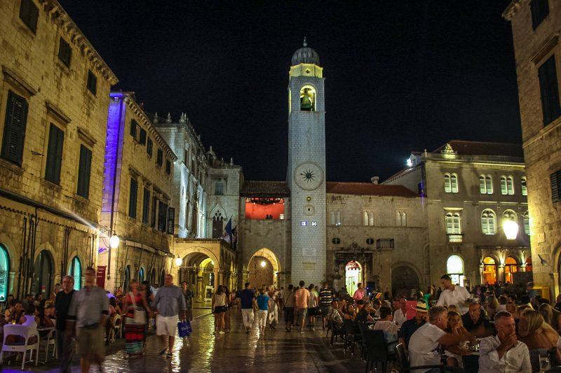 Городская колокольня на площади Ложа