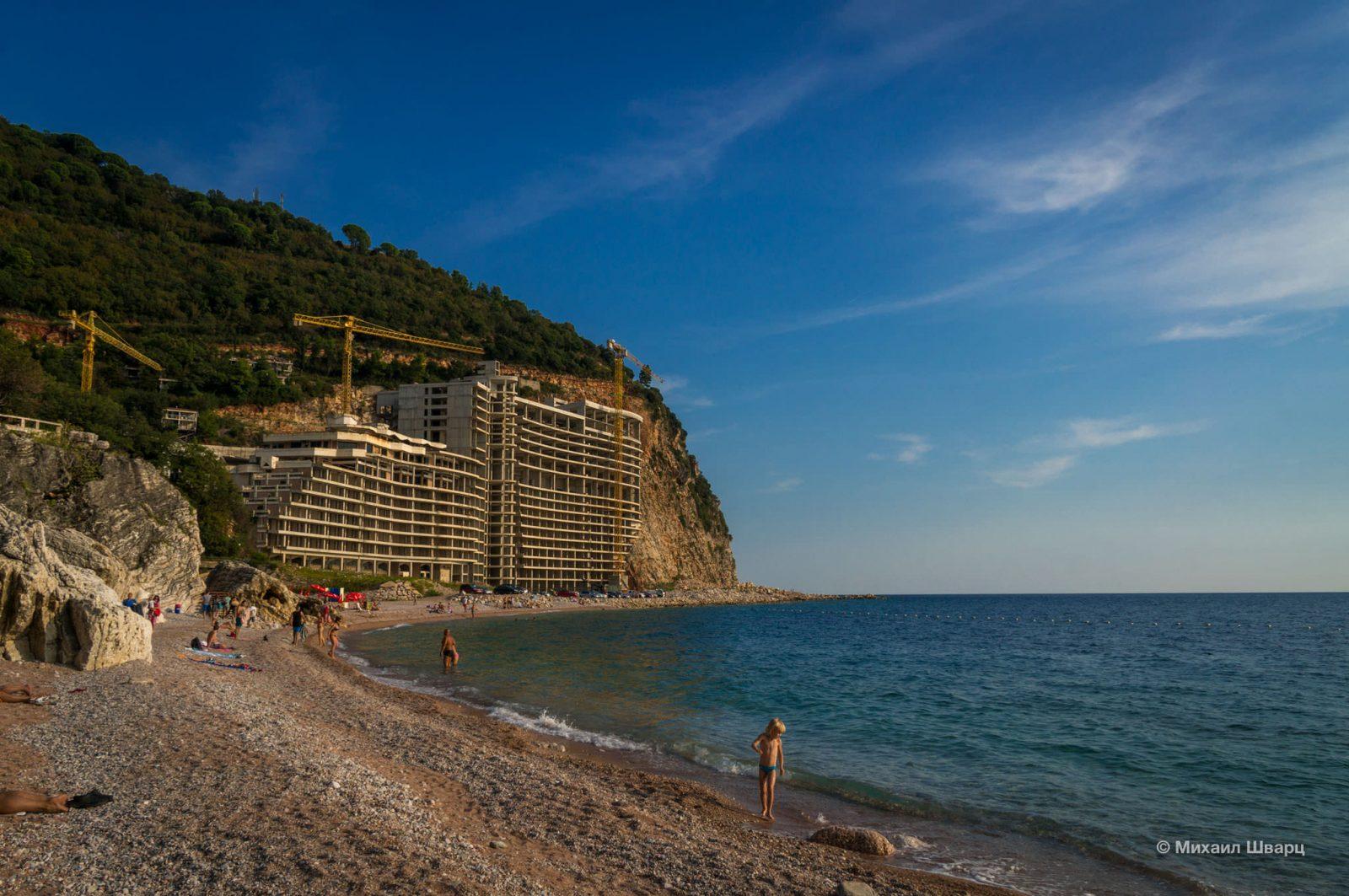Позорище пляжа – недостроенные отель