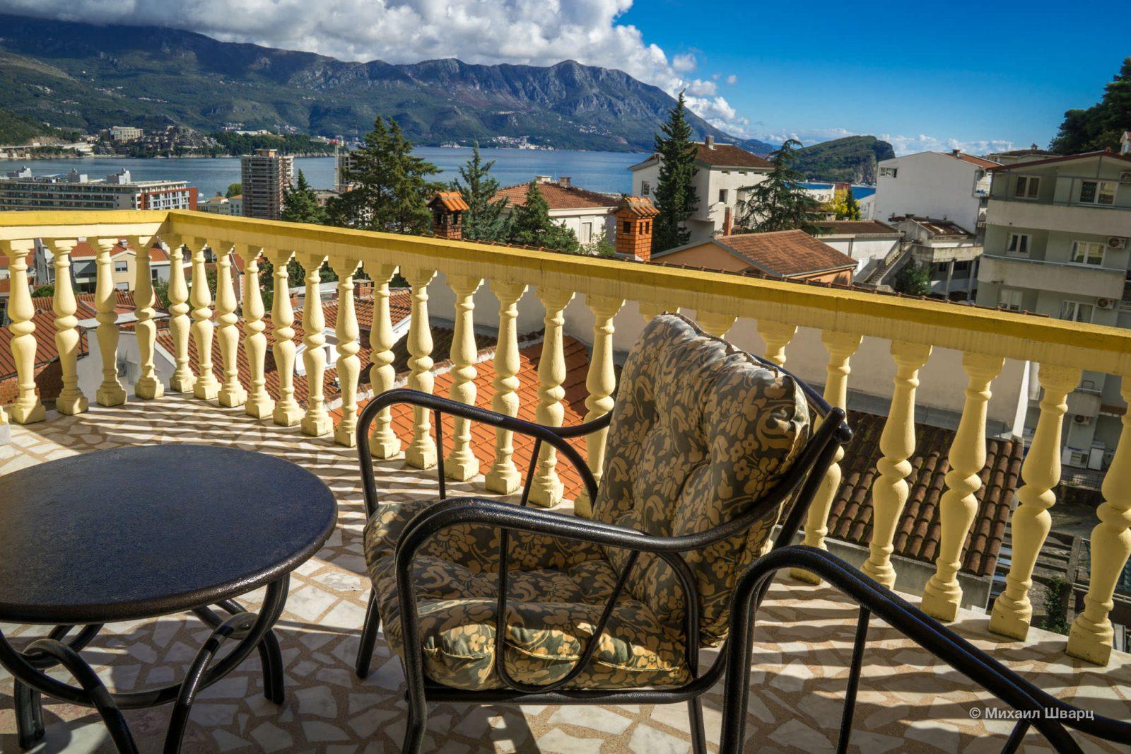 Кайфовые кресла на балконе