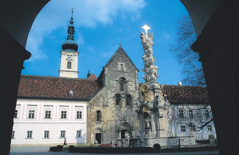 Цистерцианский монастырь Хайлигенкройц