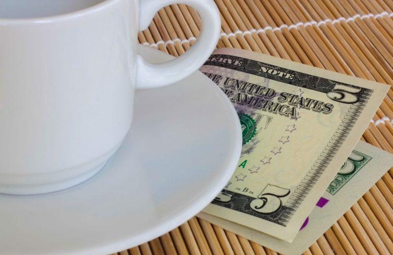 Сколько давать на чай в США: неписаные законы и обязательные вознаграждения