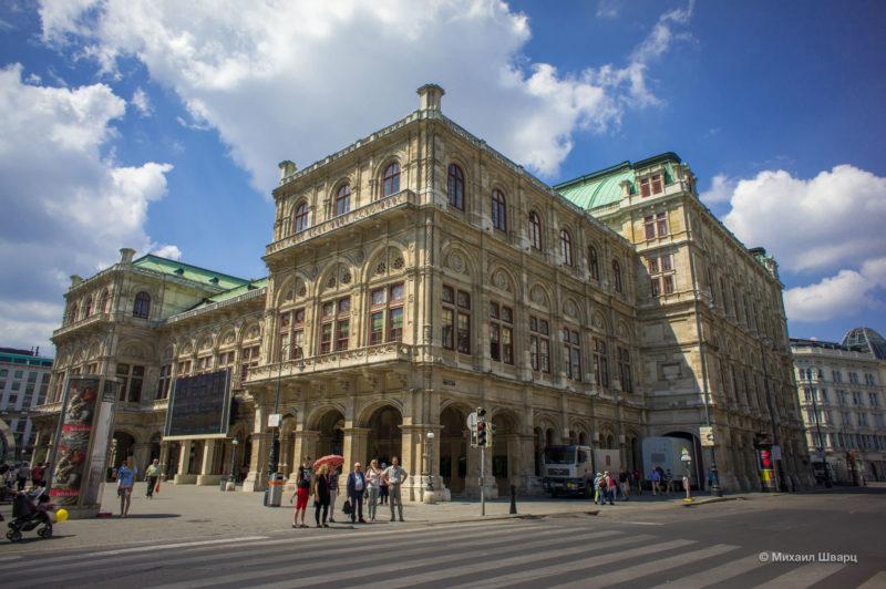 Фасад здания театра